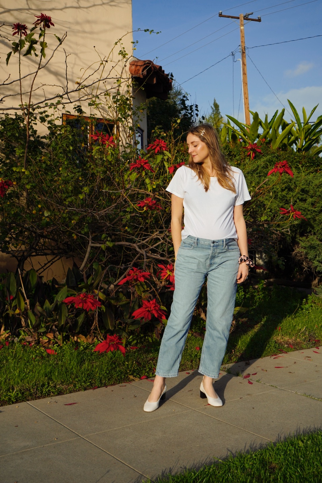72abca28 I received the Everlane basics kit with The Cotton Box-Cut Tee, The Relaxed  Boyfriend Jean, The Bodysuit and The Day Heel. I instantly feel in love  with how ...